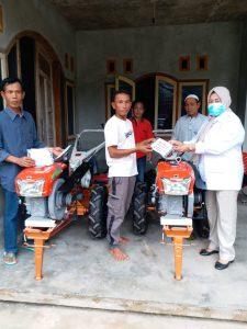 Elly Wahyuni Serahkan Bantuan dari Ahmad Muzani kepada Warga Lampung